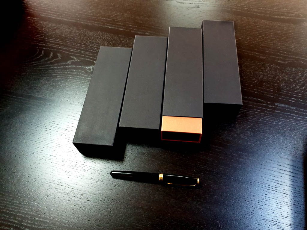 Cutie rigida cu magnet pentru pixuri (38)