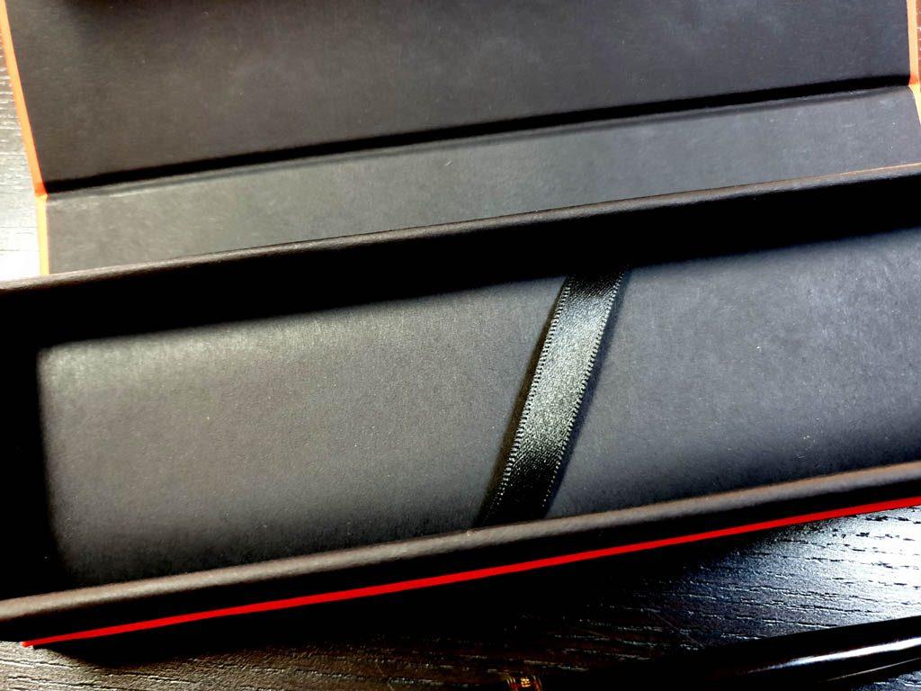 Cutie rigida cu magnet pentru pixuri (5)