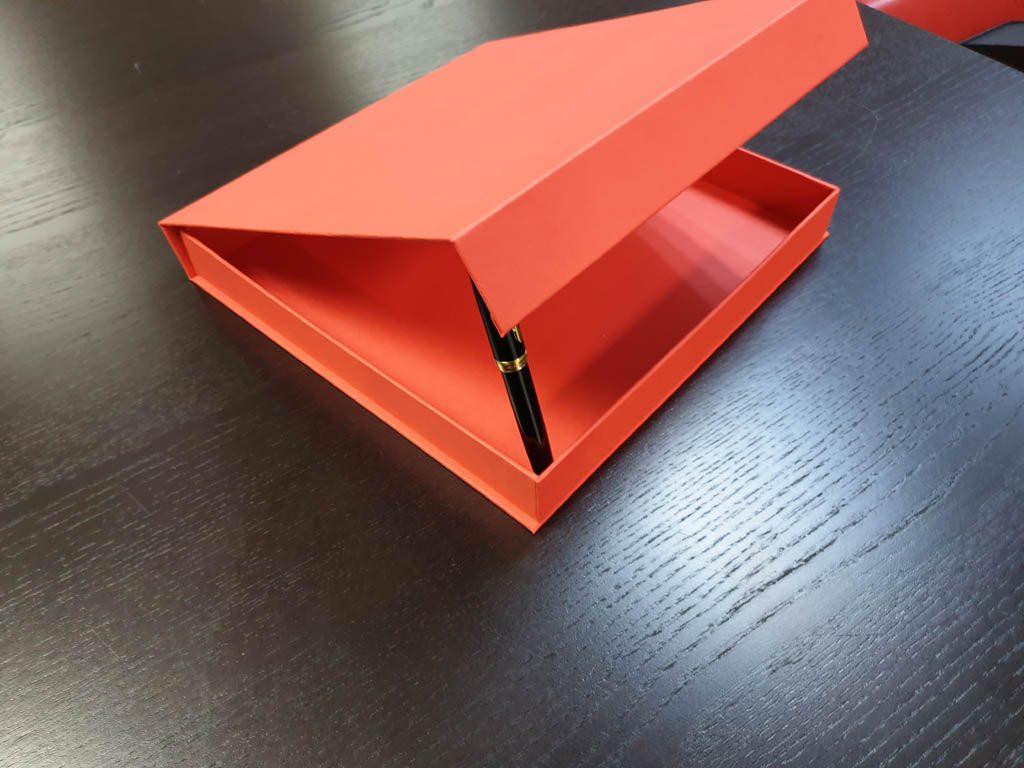 Cutie rigida cu magnet pentru plachete (2)