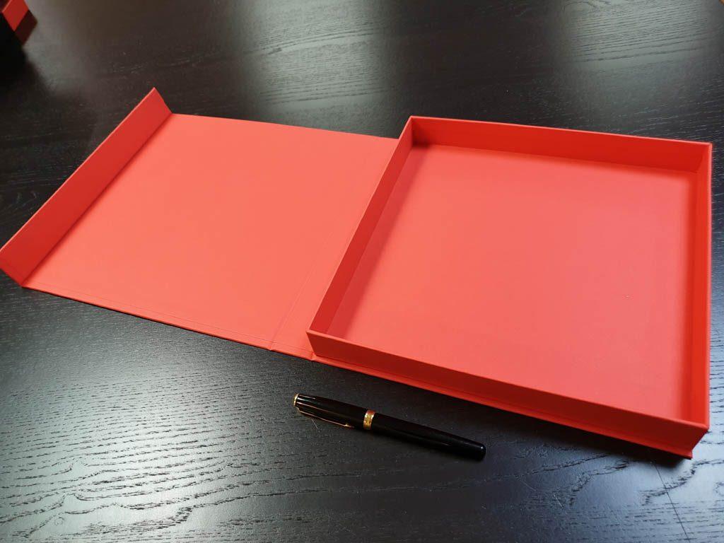 Cutie rigida cu magnet pentru plachete (3)