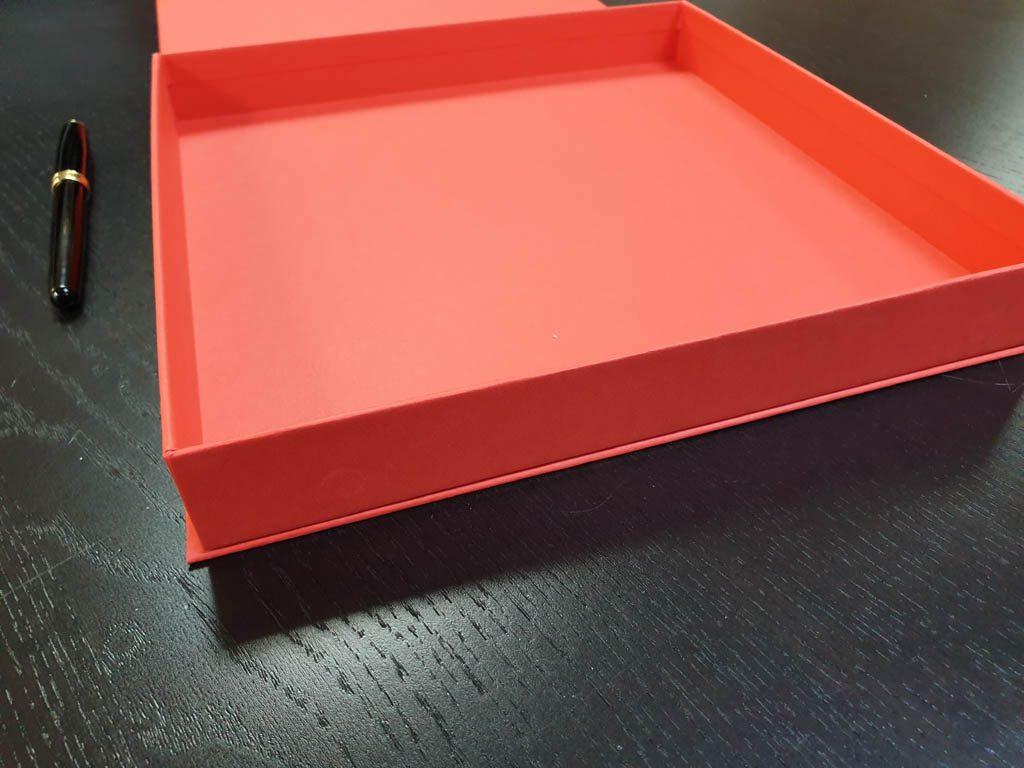 Cutie rigida cu magnet pentru plachete (6)