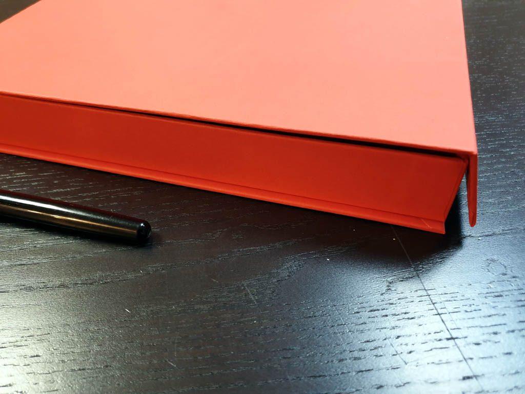 Cutie rigida cu magnet pentru plachete (7)