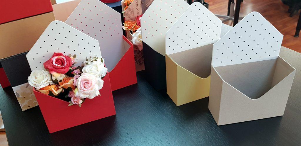 Cutie rigida in forma de plic pentru flori (12)