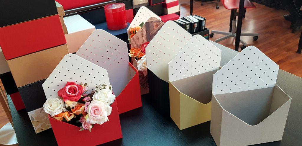 Cutie rigida in forma de plic pentru flori (13)