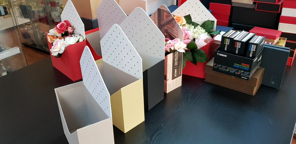 Cutie rigida in forma de plic pentru flori (14)