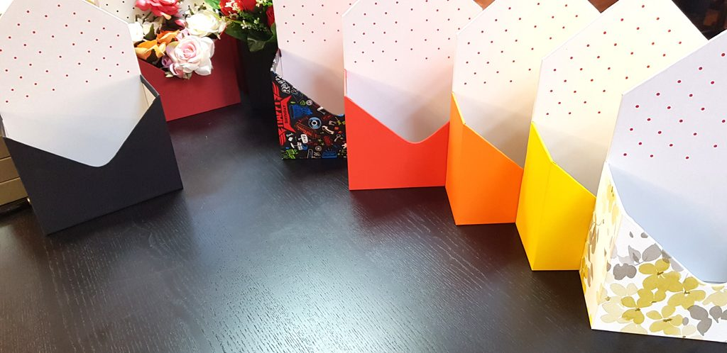 Cutie rigida in forma de plic pentru flori (18)