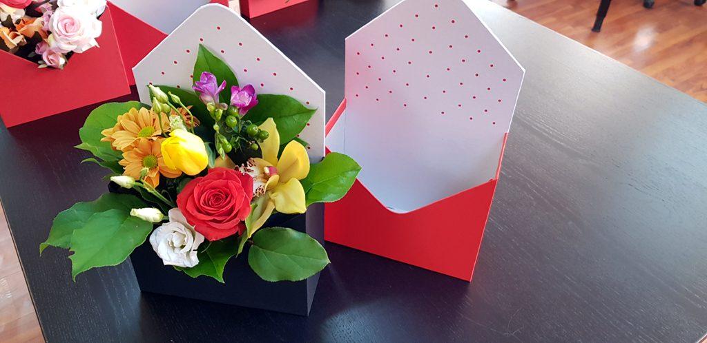 Cutie rigida in forma de plic pentru flori (2)