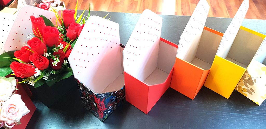 Cutie rigida in forma de plic pentru flori (22)