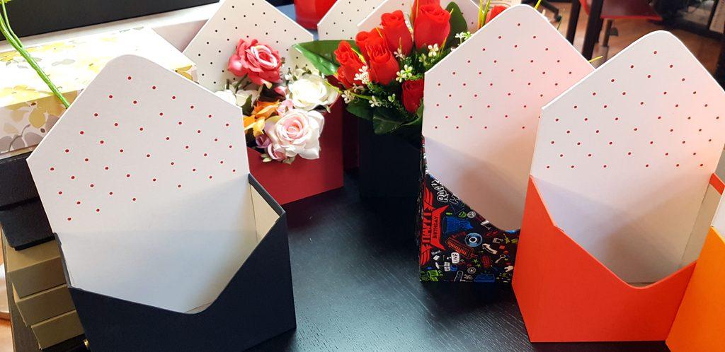 Cutie rigida in forma de plic pentru flori (25)