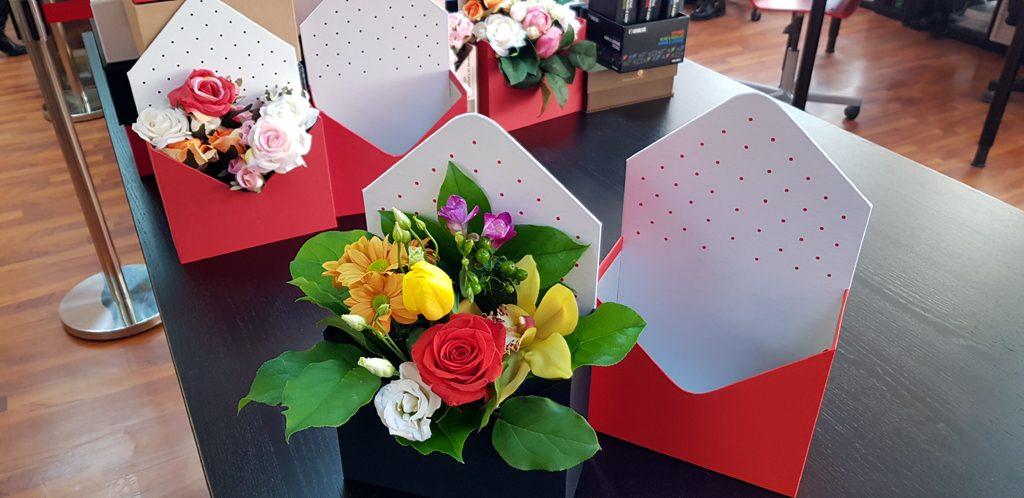 Cutie rigida in forma de plic pentru flori (3)