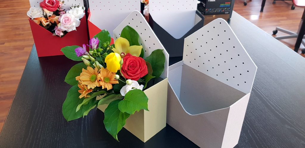 Cutie rigida in forma de plic pentru flori (6)