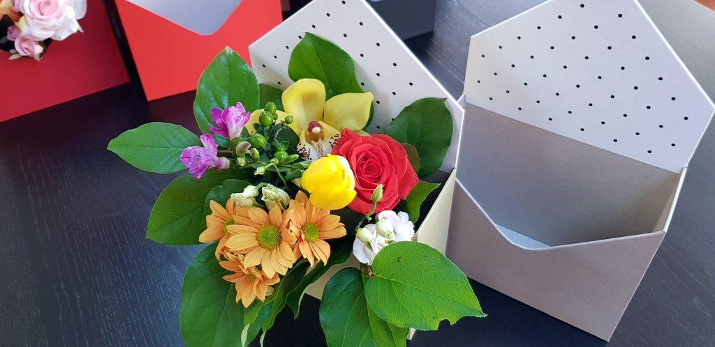 Cutie rigida in forma de plic pentru flori (7)