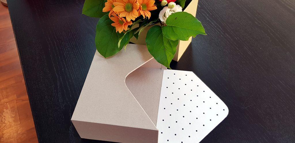 Cutie rigida in forma de plic pentru flori (8)