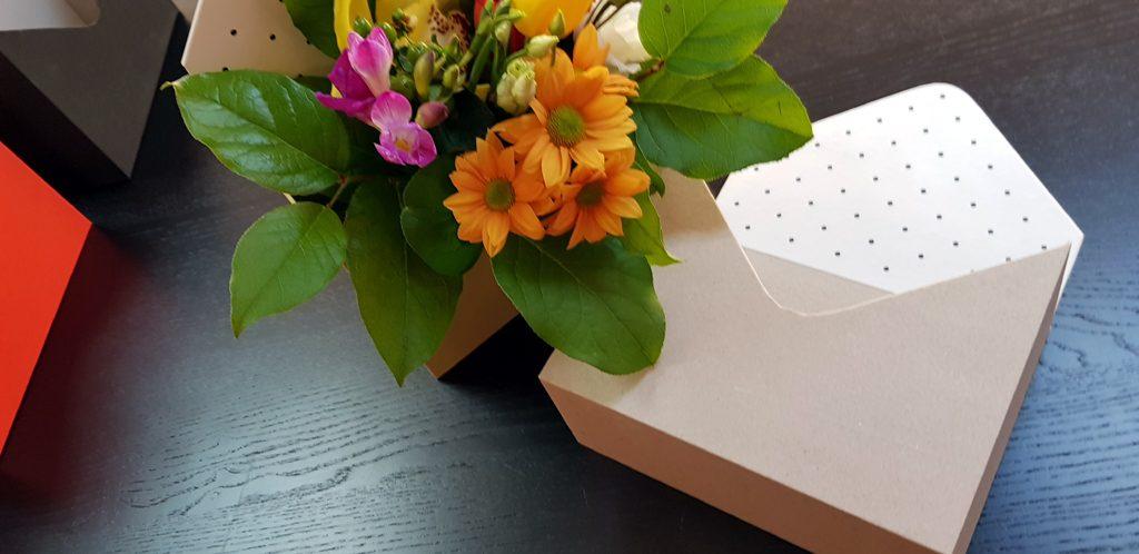 Cutie rigida in forma de plic pentru flori (9)