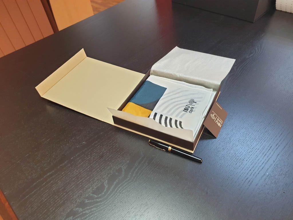 Cutii Rigide Rezistente Din Mucava Cu Magnet Pentru Esarfe (model 6100) (4)