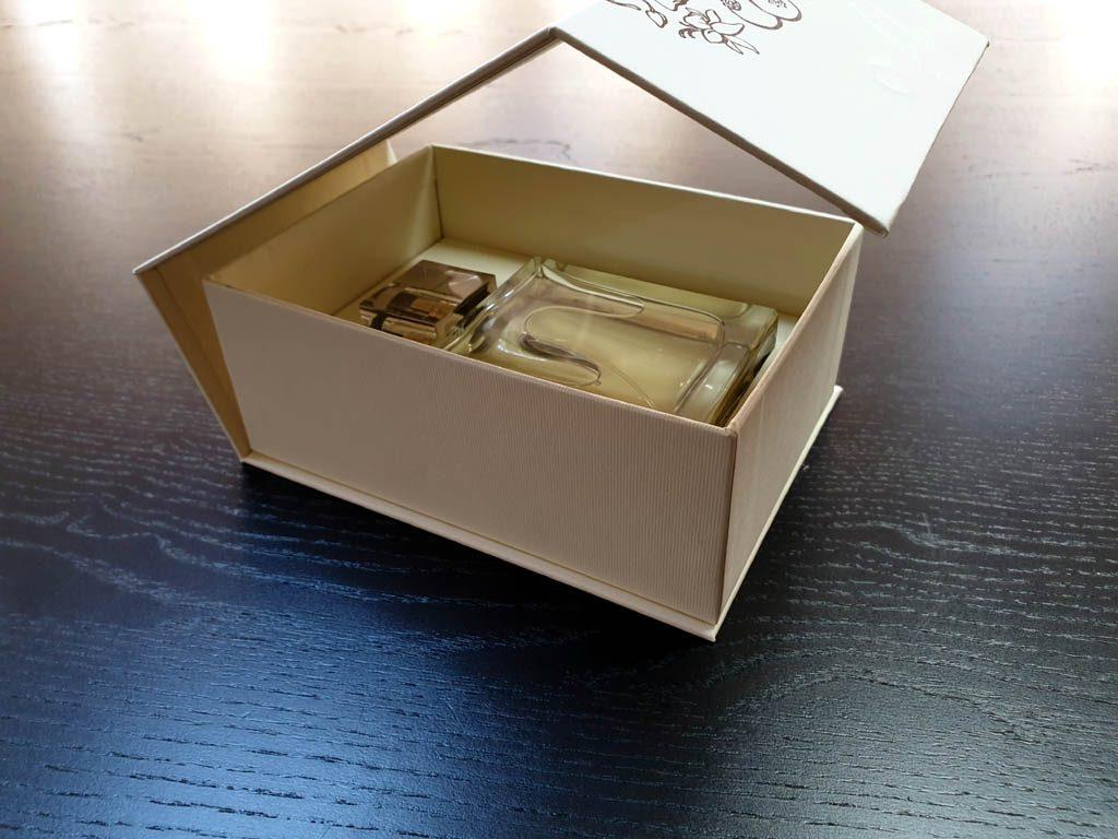 Cutii Rigide Rezistente Din Mucava Cu Magnet Pentru Parfum (model 6096) (2)