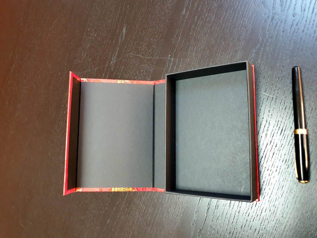 Cutii Rigide Rezistente Din Mucava Cu Magnet (model 6091) (1)