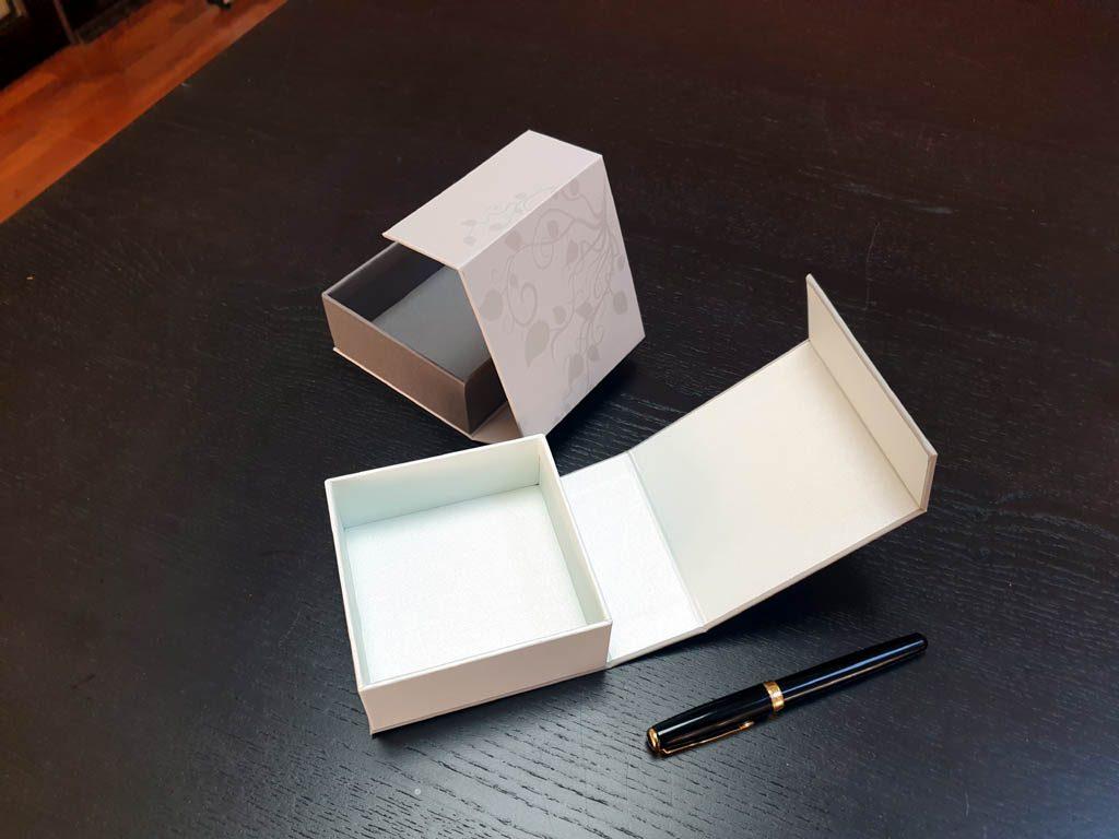 Cutii Rigide Rezistente Din Mucava cu magnet pentru accesorii (model 6098) (1)