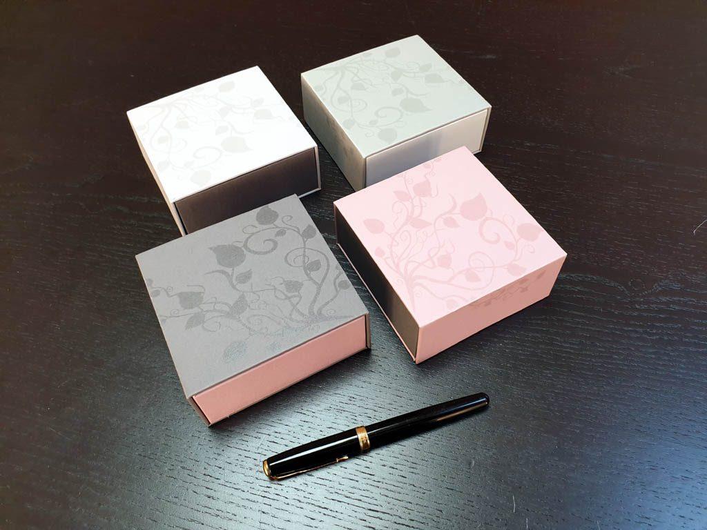 Cutii Rigide Rezistente Din Mucava cu magnet pentru accesorii (model 6098) (2)