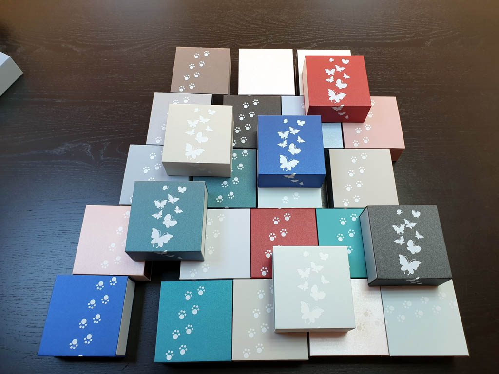 Cutii rigide rezistente din mucava cu magnet pentru bijuterii, amulete (10)