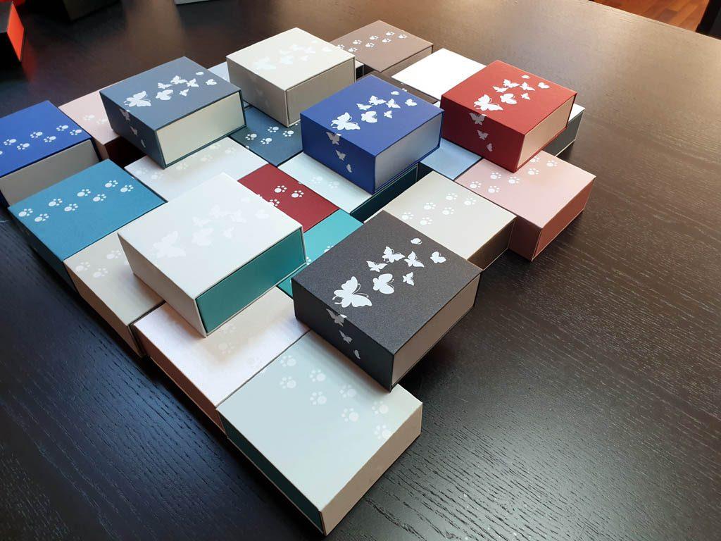 Cutii rigide rezistente din mucava cu magnet pentru bijuterii, amulete (2)