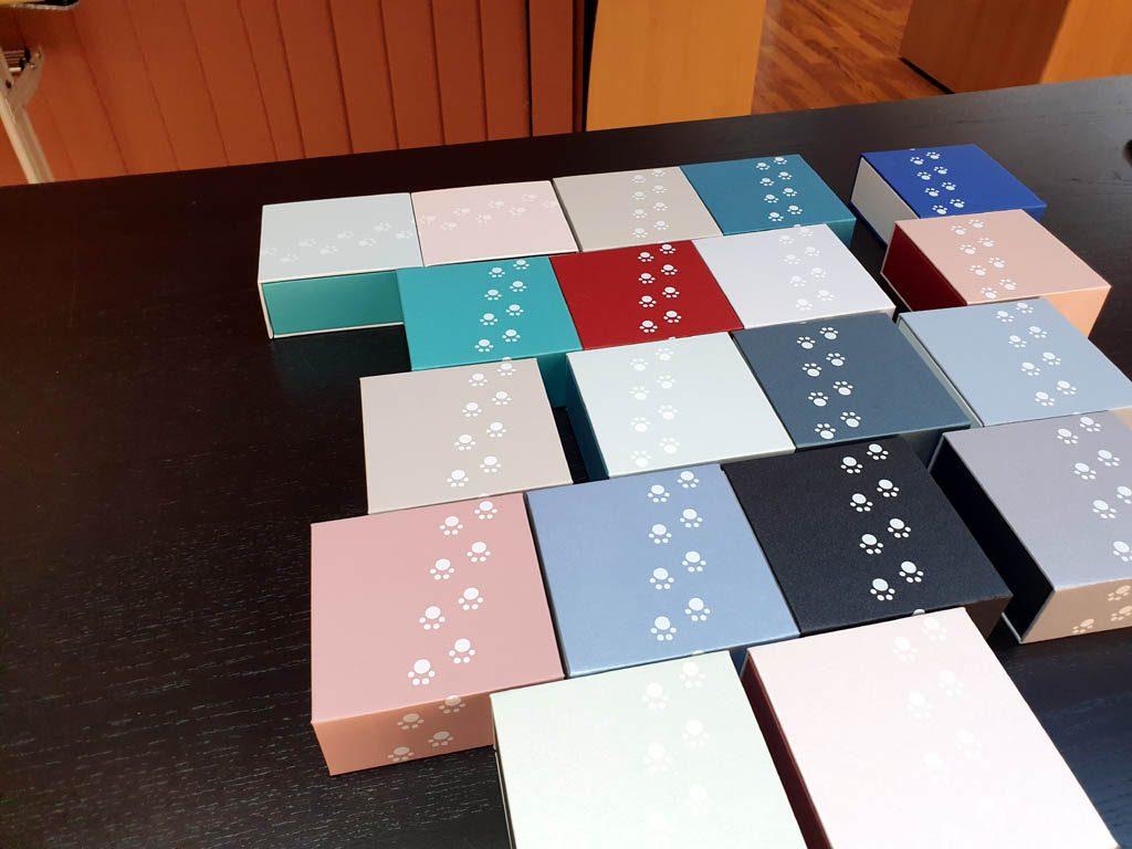 Cutii rigide rezistente din mucava cu magnet pentru bijuterii, amulete (8)