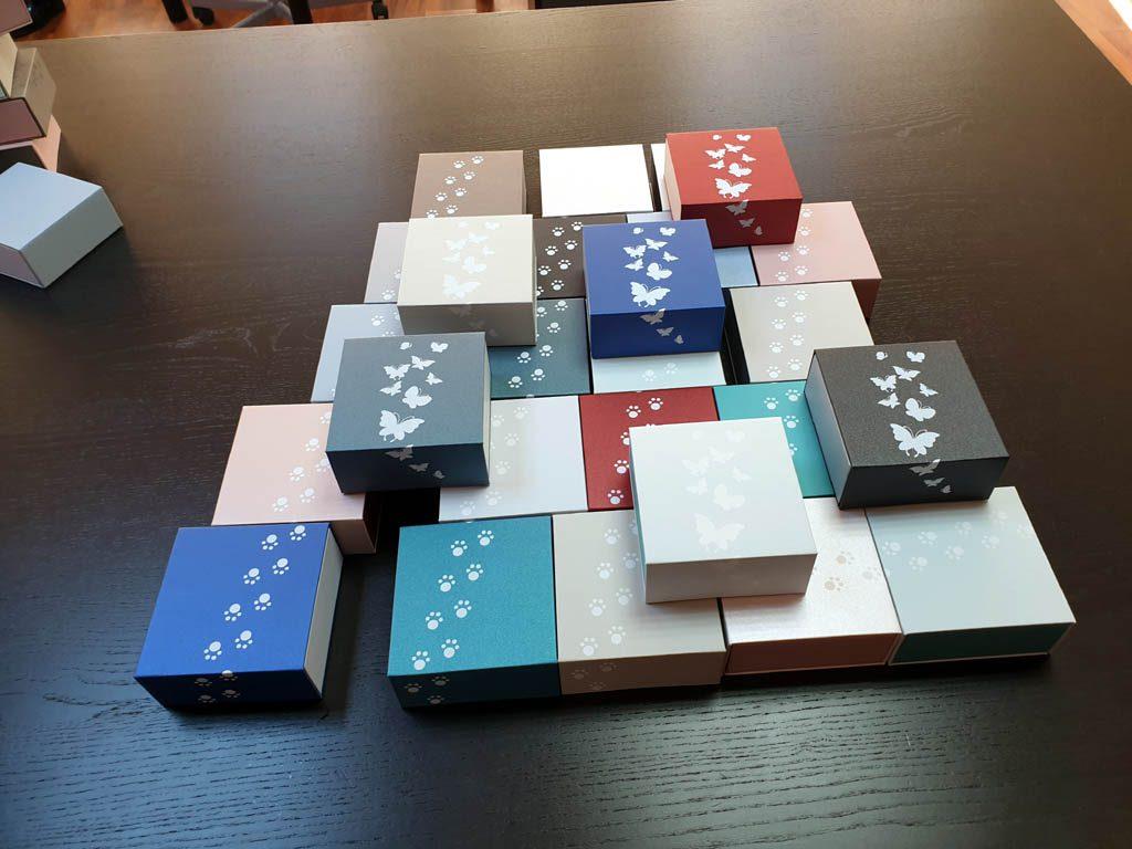 Cutii rigide rezistente din mucava cu magnet pentru bijuterii, amulete (9)