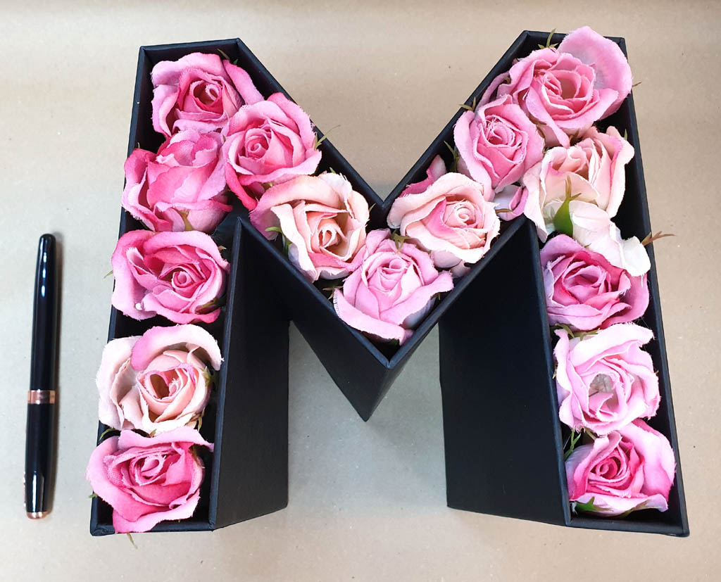 M - litera flori si bomboane (9)